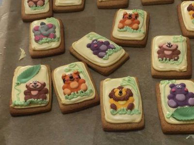 animal-biscuits-on-tray